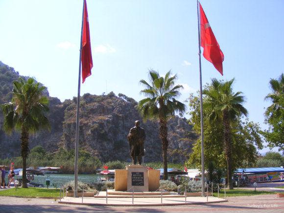 Atatürk Statue In Dalyan