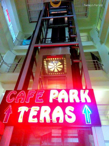 Lift At Cafe Park Teras