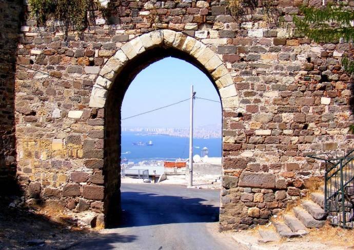 Kadifekale, Velvet Castle