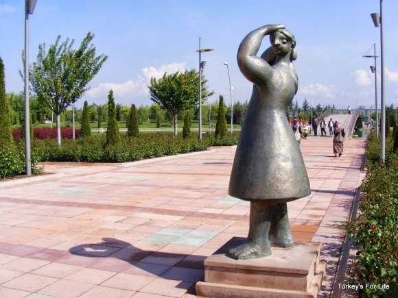 Lady Sculpture, Kent Park, Eskişehir