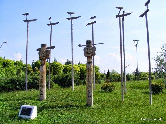 Totem Pole Display, Kent Park, Eskişehir