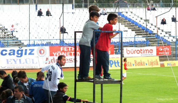 Little Fethiyespor supporters