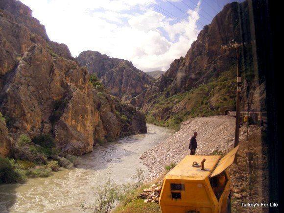 Doğu Express Following The Euphrates