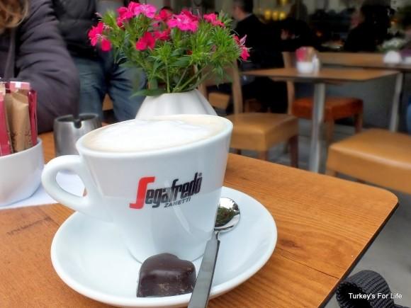 Cappuccino At Sevinç Pastanesi, Alsancak, Izmir