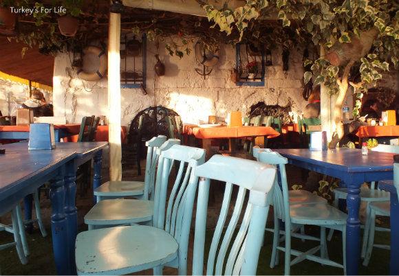 Inside Akın Balık Seafood Lokanta