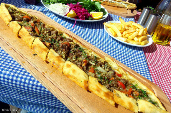 Kavurma Pide At Lighthouse Restaurant In Çalış
