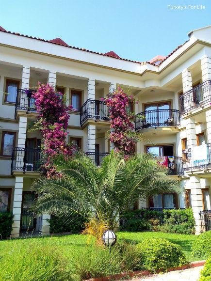 Hotel Leytur Grounds