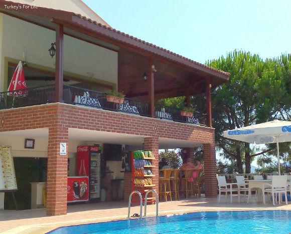 Leytur Hotel Pool Bar
