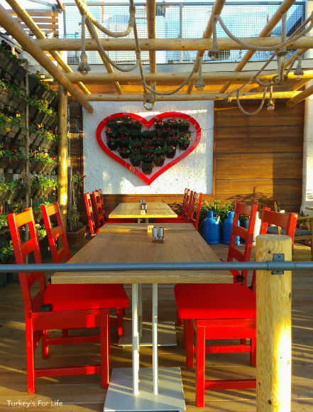Outdoor Seating At Çarıklı Et Restaurant