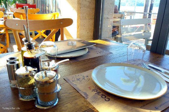 Çarıklı Et Restaurant Table Settings