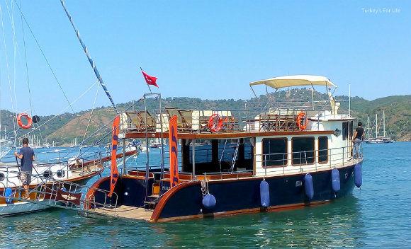 Help Beach And Yacht Club Shuttle Boat