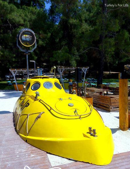 Help Beach Submarine