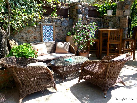 Garden Area, Izela