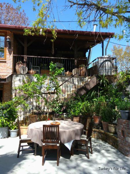 Izela Restaurant Garden