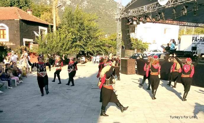 Üzümlü Bağ Bozumu Festival