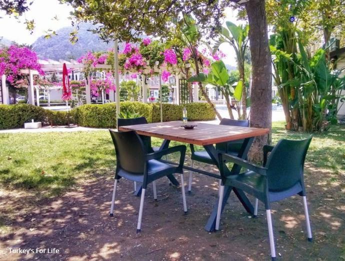 Mezgit Cafe Seating